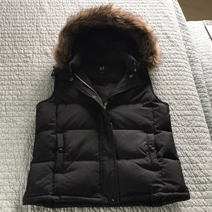 Gap puffy vest with faux fur trimmed hood